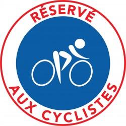 Piste cyclable réservée aux cyclistes.